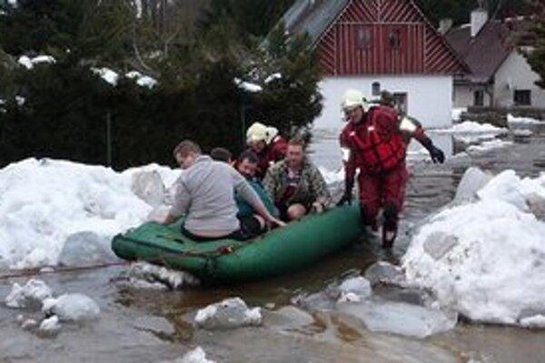 Niektoré liberecké obce už voda zaplavila.