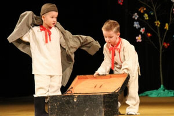 Na vojakov sa zahrali chlapci z Chrenovca-Brusna.