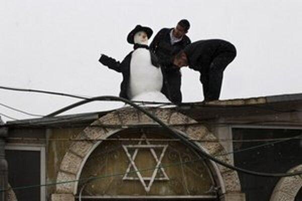 V hlavnom meste Izraela sa objavilo aj množstvo snehuliakov.