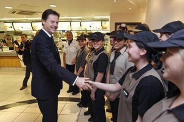 Britský vicepremiér Nick Clegg v londýnskom McDonalde.