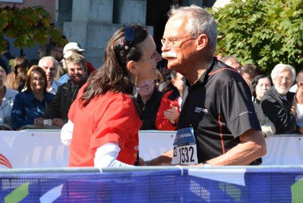 Bozk pre najstaršieho účastníka maratónu, 79-ročného Andreasa Zieglera z Nemecka.