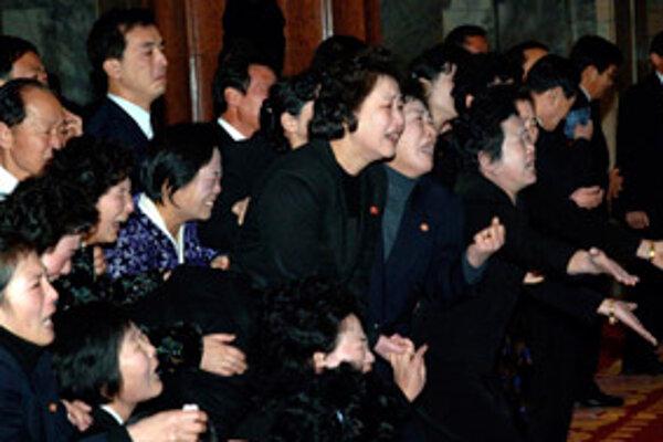 Kórejčania oplakávali stratu lídra hlasným nárekom.