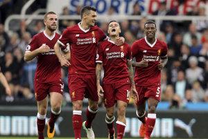 Úžasný gól počas víkendu strelil Philippe Coutinho (druhý sprava). Bol najkrajším presným zásahom víkendu?