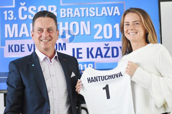Generálny riaditeľ a predseda predstavenstva ČSOB Daniel Kollár a ambasádorka 13. ročníka podujatia ČSOB Bratislava Marathon Daniela Hantuchová.