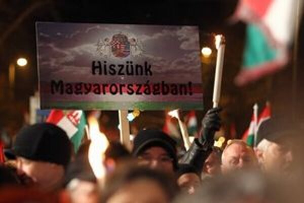 Priaznivci Viktora Orbána nedávno vyšli do ulíc.
