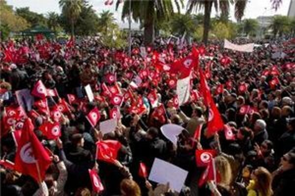 Tunisania protestovali proti islamskému extrémizmu.