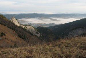 Monkova dolina, v pozadí hrebeň Spišskej Magury.