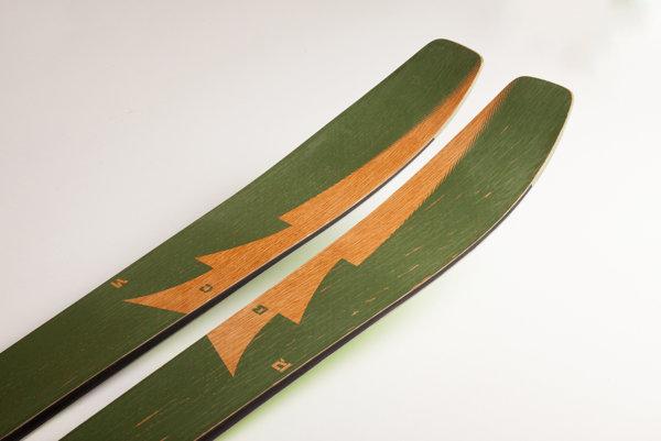 Víťaz Národnej ceny za dizajn, model lyží LOTOR s hybridnou geometriou.