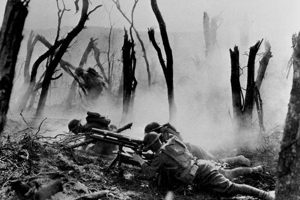 Američania v zápale boja pri útoku na nemecké zákopy.