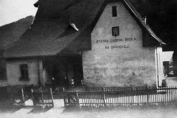 Budova školy v Drahovej
