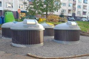 Novovybudované polopodzemné kontajnery.