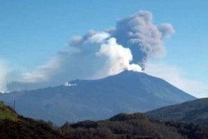 Sopka Etna sa opäť prebudila.