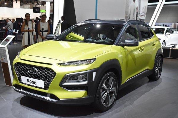 Malý športovo-úžitkový model Hyundai Kona. Model Kona, ktorý mal verejnú svetovú premiéru na jesennom autosalóne vo Frankfurte, rozširuje ponuku firmy Hyundai v kategórii SUV smerom nadol.