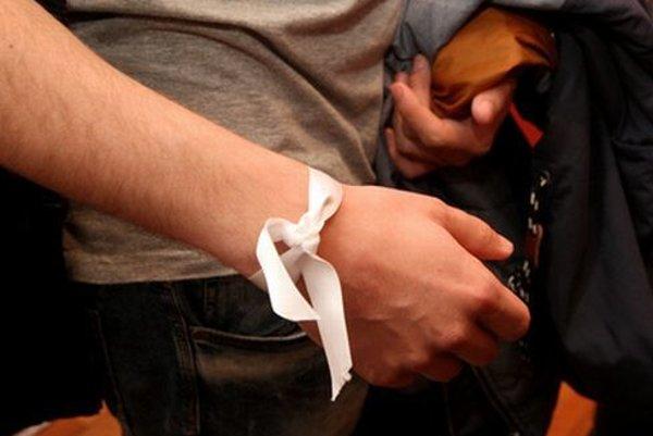 V roku 2015 vstúpili umelci z celého Slovenska do protestu s názvom Biela stuha, ktorým podporili umelecké súbory z Banskobystrického kraja v ich ceste za slobodou.