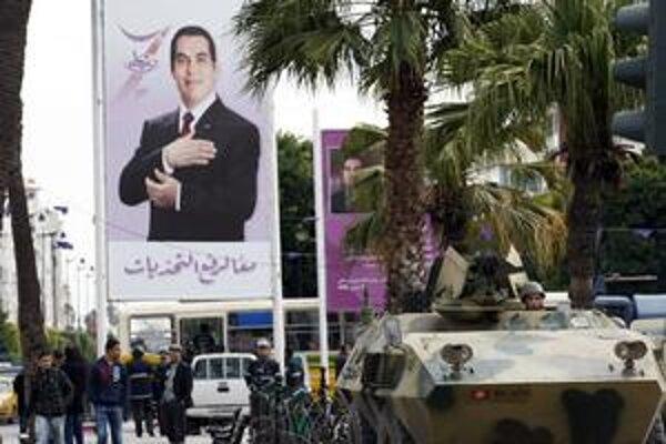 Ľudia chcú prezidentov odchod. Ten proti ním do ulíc Tunisu poslal armádu a vyhlásil výnimočný stav.