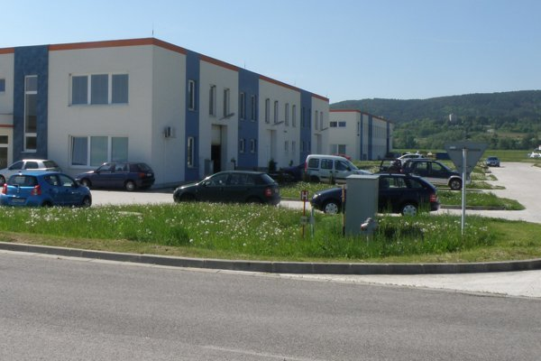 Výrobné priestory má v priemyslenom parku viacero firiem.