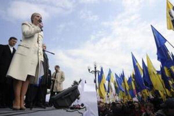 Bývalá ukrajinská premiérka Julia Tymošenková so svojimi stúpencami.