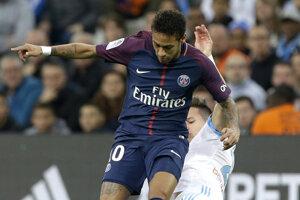 Neymar (v popredí) duel pre vylúčenie nedohral.