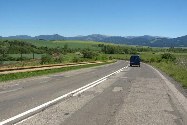 Štátna cesta 1/18 je v úseku medzi L. Mikulášom a L.Michalom ako tankodrom.