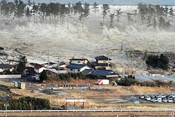 Cunami sa ženie na mesto Natori.