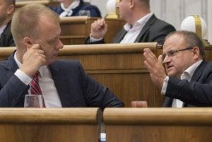 Na snímke zľava nezaradení poslanci Miroslav Beblavý a Jozef Mihál.