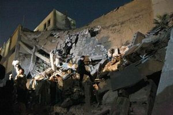 Trosky jeden z budov Kaddáfího komplexu v Tripolise.