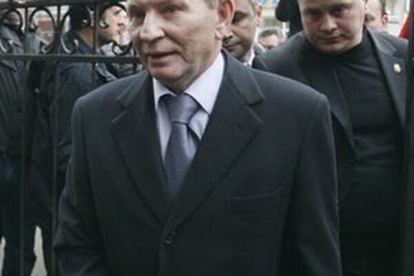 Leonid Kučma prichádza vypovedať na prokuratúru.