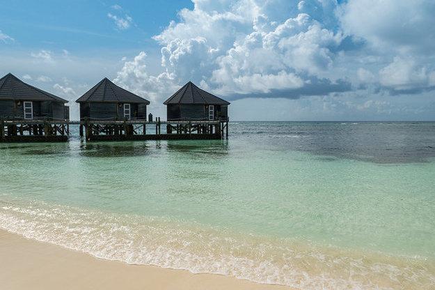 Romantické bungalovy na Maldivách.