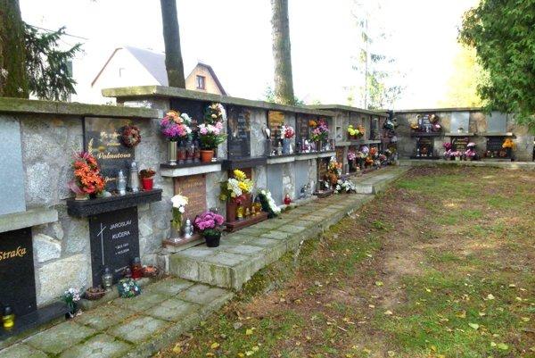 Urnový múr na mestskom cintoríne v Martine sa predĺži.