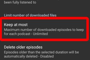 """Ťuknite na položku """"Keep at most"""" a vyberte počet podcastov, ktoré sa majú na zariadení uchovávať. Odporúčame uchovávať jednu alebo dve kópie. Budete mať vždy čerstvé epizódy, ale podcasty vám nebudú zaberať veľa miesta."""