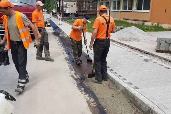 Rekonštrukcia chodníka na Partizánskej ulici.
