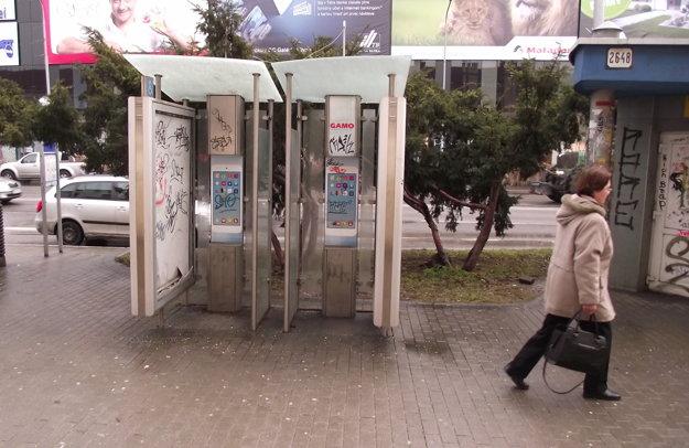 Telefónne automaty odniesli, búdky zostali.