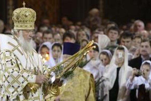 Najvyšší predstaviteľ ruskej pravoslávnej cirkvi - patriarcha Kirill  celebruje sviatočnú vianočnú omšu v  chráme Krista Spasiteľa v Moskve.