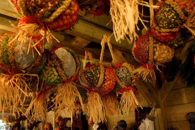 Na vianočných trhoch nájdete aj tradičné a ekologické dekorácie.