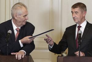 Český prezident Miloš Zeman (vľavo) a líder hnutia ANO Andrej Babiš.