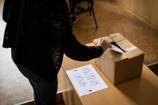 Stredoškoláci na bratislavskom Gymnáziu Matky Alexie simulovali župné voľby.