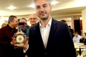 Oslavujúci nový košický župan Rastislav Trnka.
