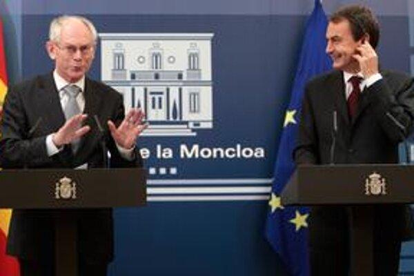 Európskej únii teraz predsedajú Van Rompuy (vľavo) a Zapatero.