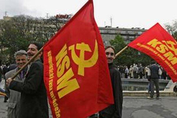 Mladí českí komunisti pravidelne oslavujú Sviatok práce.