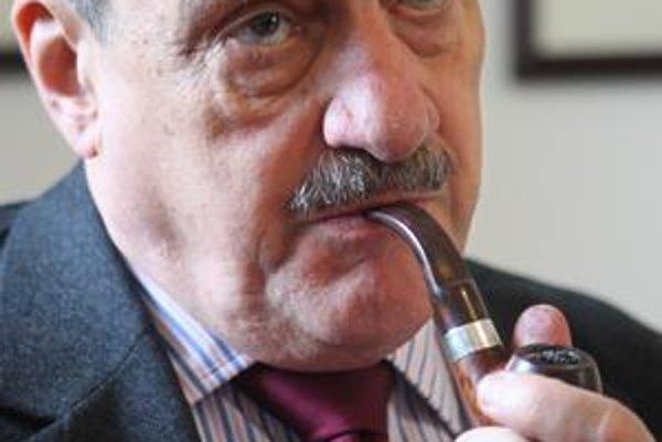 Karel Schwarzenberg (72) je potomkom šľachtického rodu. Do rodných Čiech sa vrátil po páde komunizmu. Pracoval ako kancelár československého prezidenta Václava Havla, od roku 2004 je senátorom za Prahu 6. Dva roky bol za Stranu zelených ministrom zahranič