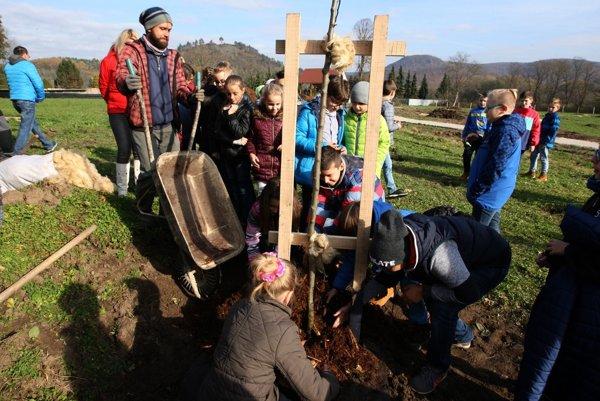 V Žiari nad Hronom vzniká prvý mestský ovocný park na Slovensku.