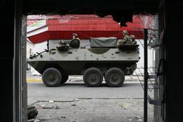 Prvýkrát po Pinochetovej diktatúre poslala vláda do ulíc bohatej juhoamerickej krajiny vojakov.