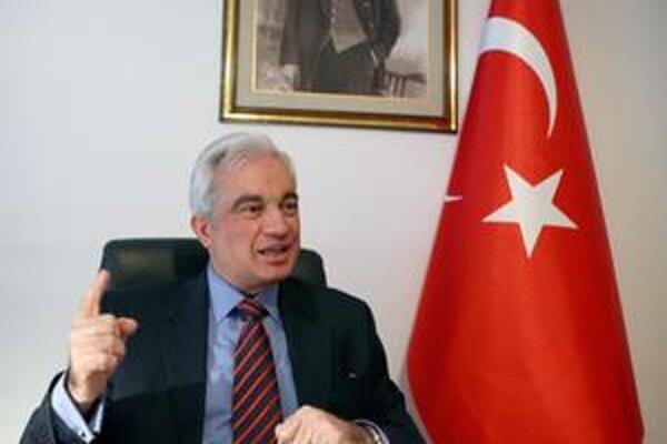 Turecký veľvyslanec na Slovensku Tunç Üğdül.