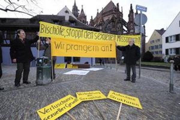 V Nemecku ľudia žiadajú biskupov, aby zneužívanie prešetrili a už nikdy žiadne nepripustili.