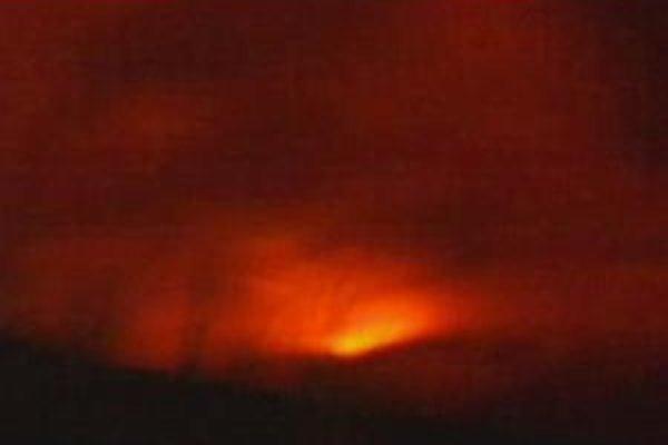 Začiatok erupcie ráno 21. marca.