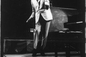 Duke Ellington na pódiu v Madison Square Garden, 1962. S dovolením Rakúskej národnej knižnice.
