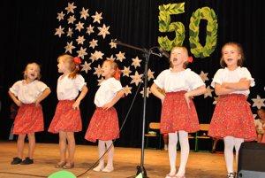 Počas kultúrneho programu vystúpili aj malé speváčky.