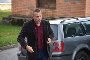 Bývalý starosta  Svrčinovca mohol už v minulosti  prijať nižší trest, s prokurátorom sa však nedohodol. Záverečný verdikt nepadol ani 6. novembra, kedy sa uskutočnilo ďalšie pojednávanie.