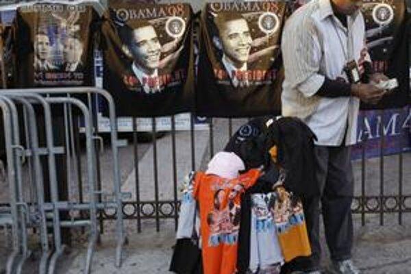 Napriek kríze obchodníci zarábajú. Vďaka Obamamánii predajú skôr tričká aj kávy. Na kampaň demokrata sa podobá aj reklama na Pepsi.