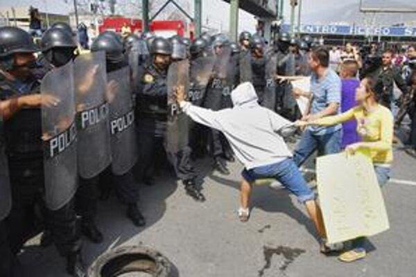 Mexičania v Monterrey žiadajú odchod armády, ktorej úlohou je boj s narkomafiou.